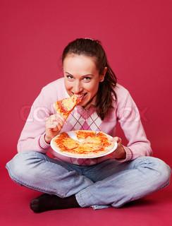 eatting pizza sitting on the floor