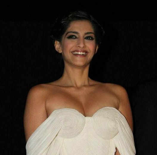 bollywood-celebrities-in-revealing-outfits