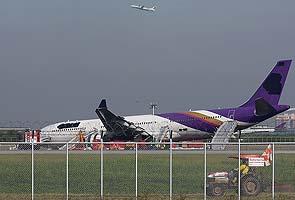 ओर्लिने क्रममा थाई विमान विमानस्थलमा दुर्घटना..(तस्बिरसहित)