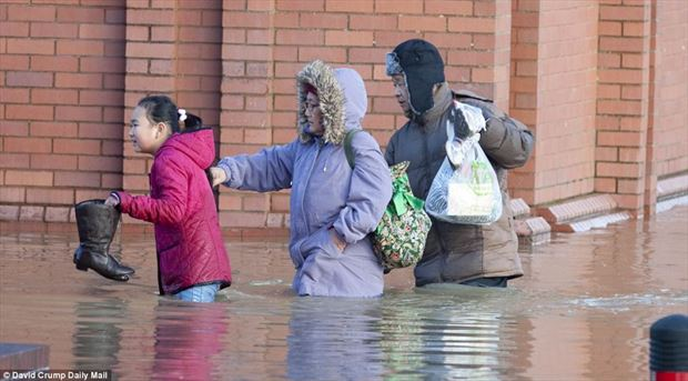 Flooding ruins Christmas for thousands of uk