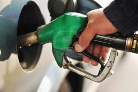PETROL-PUMP-INJECTING-PETROL