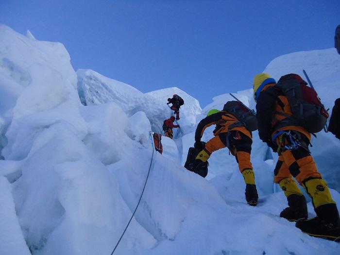 mt everest climb