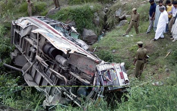काश्मिर सडक दुर्घटनामा १६ तीर्थयात्रीको मृत्यु, २७ घाइते