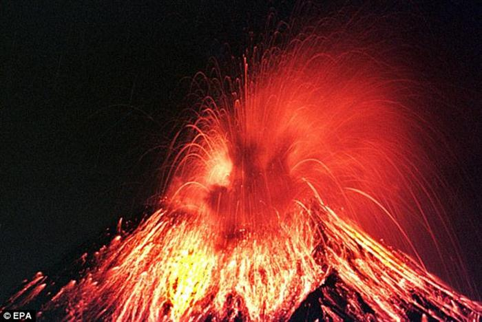 Nearly 147,000 fleeing Bali volcano
