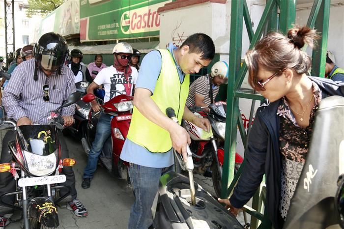 पेट्रोलको मूल्य घट्यो
