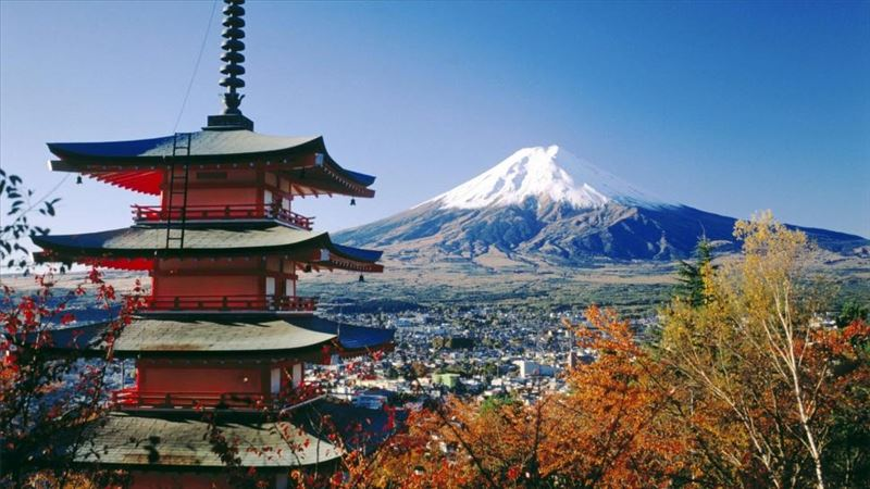 fujiyoshida-and-mount-fuji-japan-city