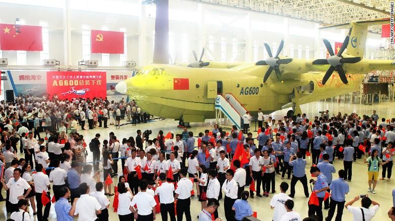 China unveils 'world's largest amphibious aircraft'