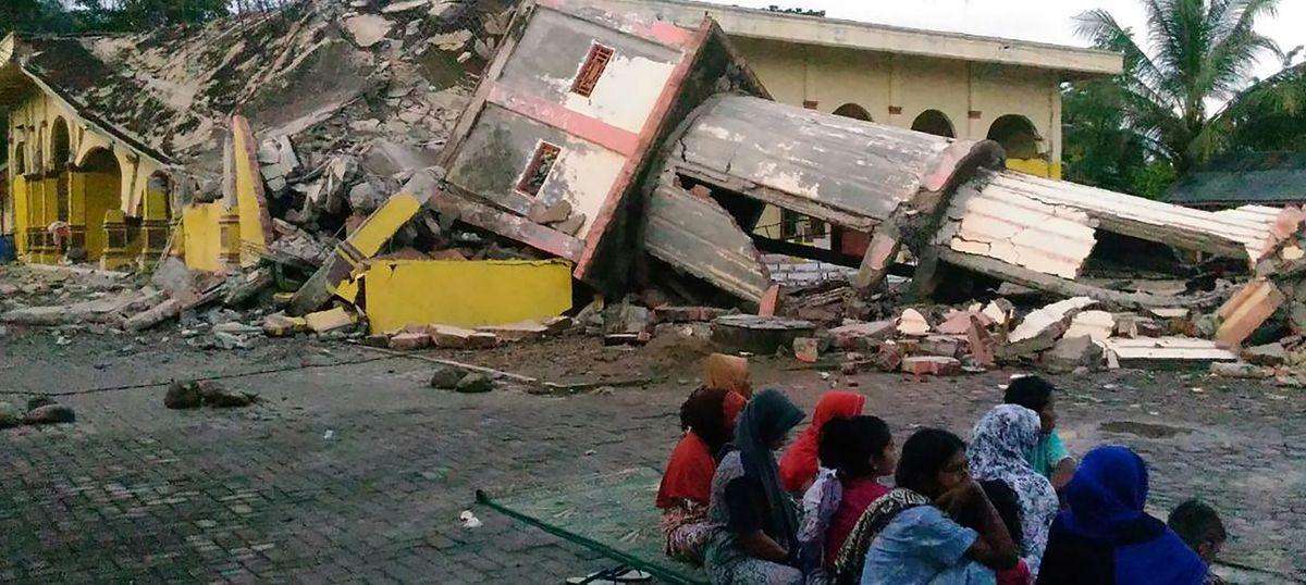 इण्डोनेसियामा भूकम्पका कारण ४५ हजार घरविहिन