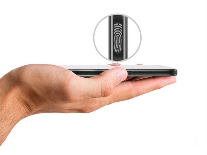 Hisense debuts dual-screen smartphone