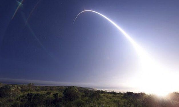 अमेरिकाले अन्तरमहादेशीय मिसाइल परीक्षण गर्यो, हेर्नुस् भिडियो
