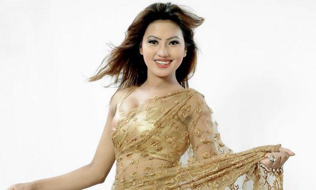 रेडियो सुन्दै कोदो रोप्दा झ्याप्पै मोडल : एलिना (भिडियो)