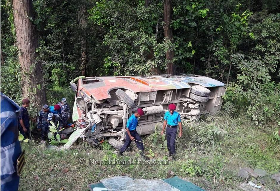 सवारी दुर्घटनामा ६ जनाको मृत्यु
