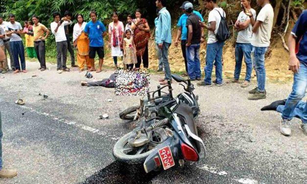 मोटरसाइकल र ट्रक ठोक्कियो, दुईजनाको मृत्यु
