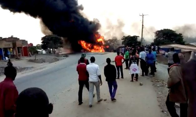 तेल ट्याङ्कर विस्फोट हुँदा २० जनाको मृत्यु