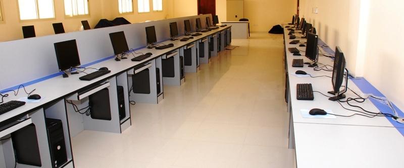 मध्यरातमा विद्यालय फुटाएर १५ थान कम्प्युटर चोरी