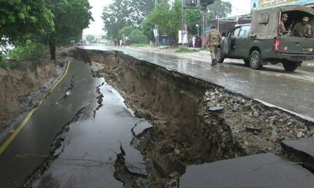 ५.८ रेक्टर स्केलको भूकम्प, सडक भास्सियाे