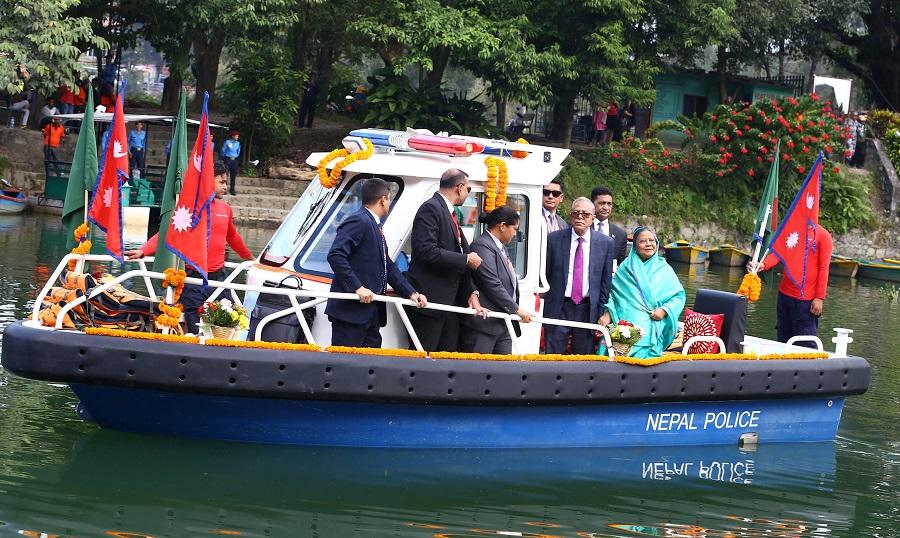 बङ्गलादेशका राष्ट्रपतिकाे फेवातालमा जलविहार (फाेटाे फिचर)