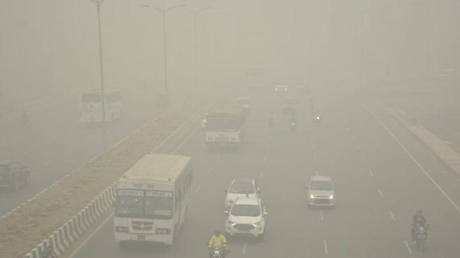 दिल्ली अझै 'अति प्रदुषित', दिउँसै अन्धकार