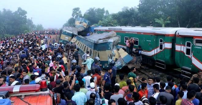 दुई रेल जुध्दा १५ जनाको मृत्यु, ५८ घाइते