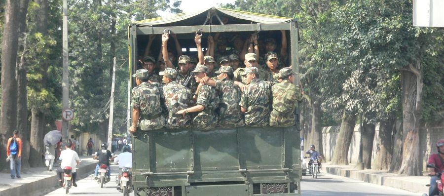 सेना चढेको बस दुर्घटना, ३० सैनिक घाइते