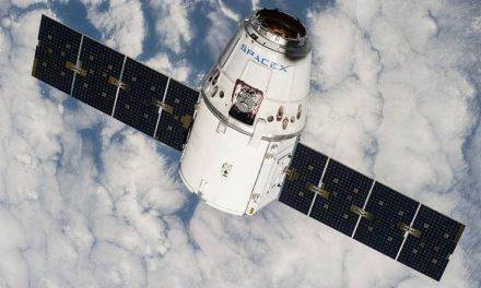 स्पेश स्टेशबाट फर्किरहेको यान अन्तरिक्षमा अड्कियो